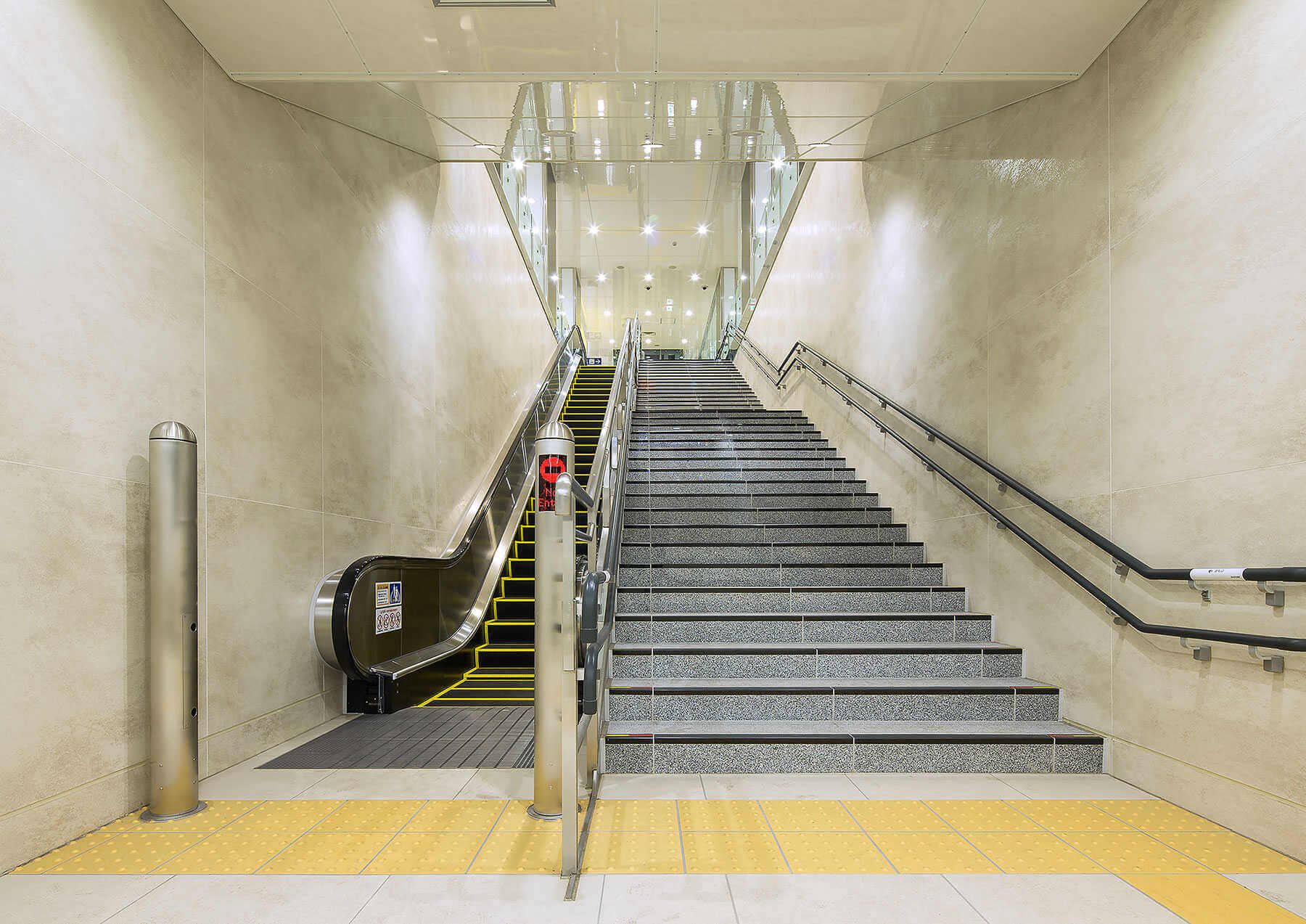 Coverlam porcelain wall tiles in Tokyo metro