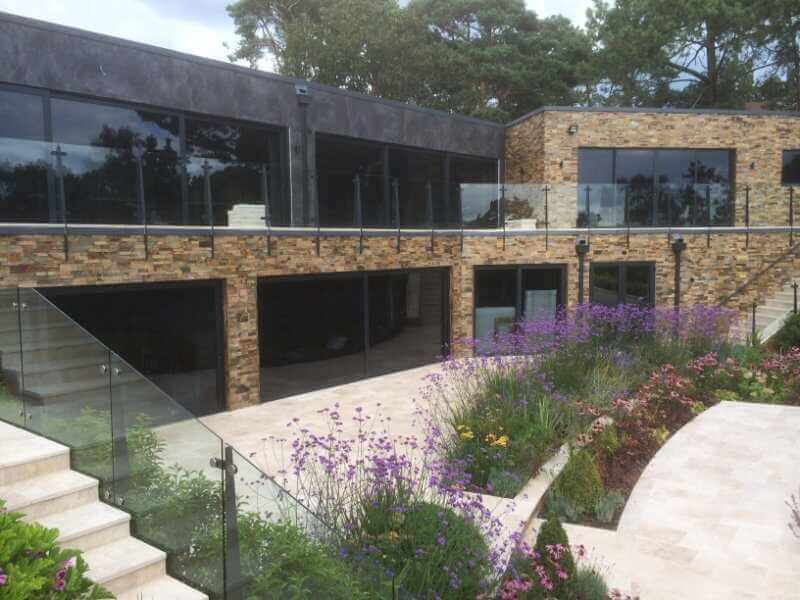 Revestimientos porcelánicos gran formato en diseño de fachada