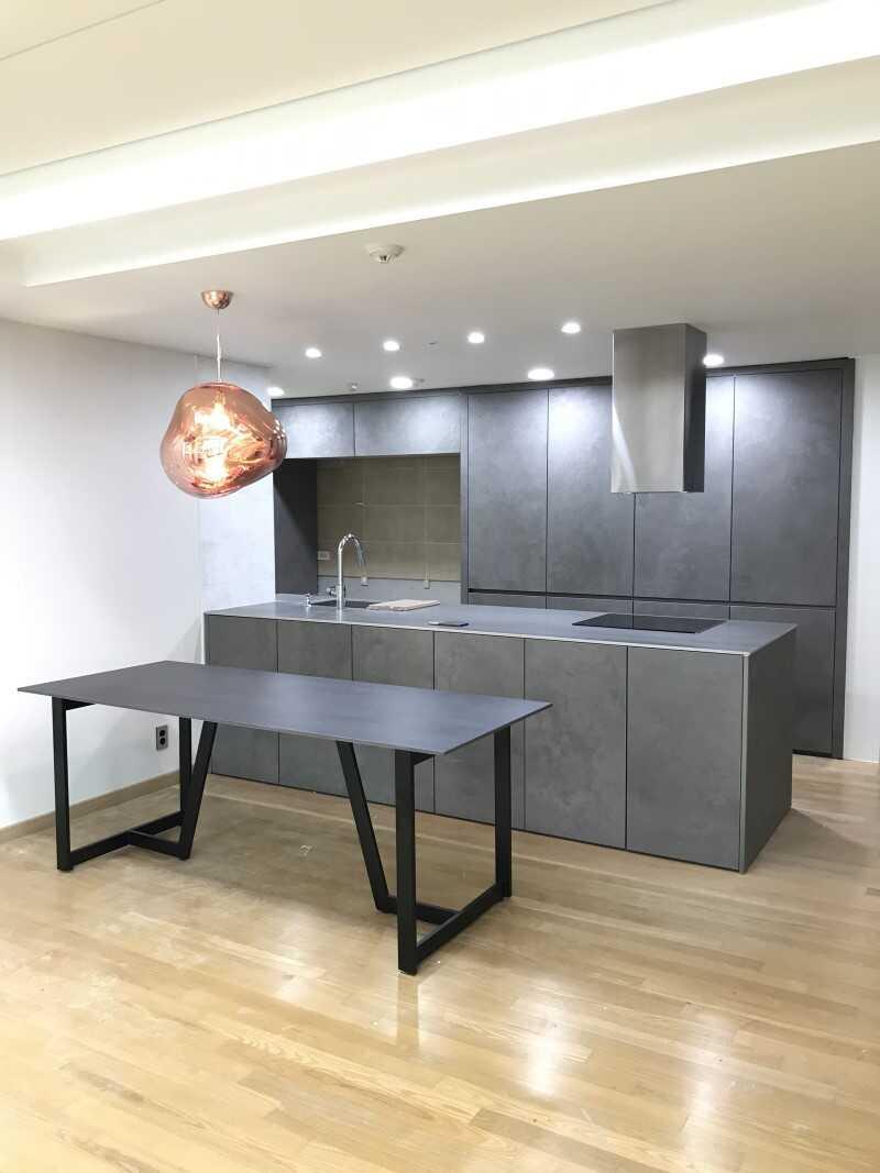 Mobiliario para cocina con encimeras porcelanicas