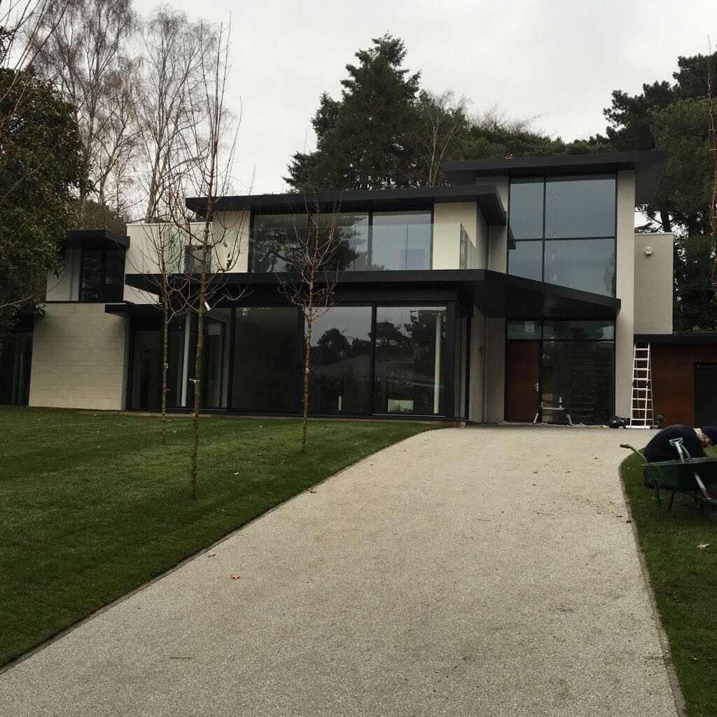 Fassaden mit Feinsteinzeug im Großformat