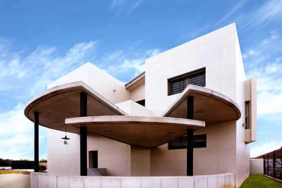 Фасады из крупноформатного керамогранита