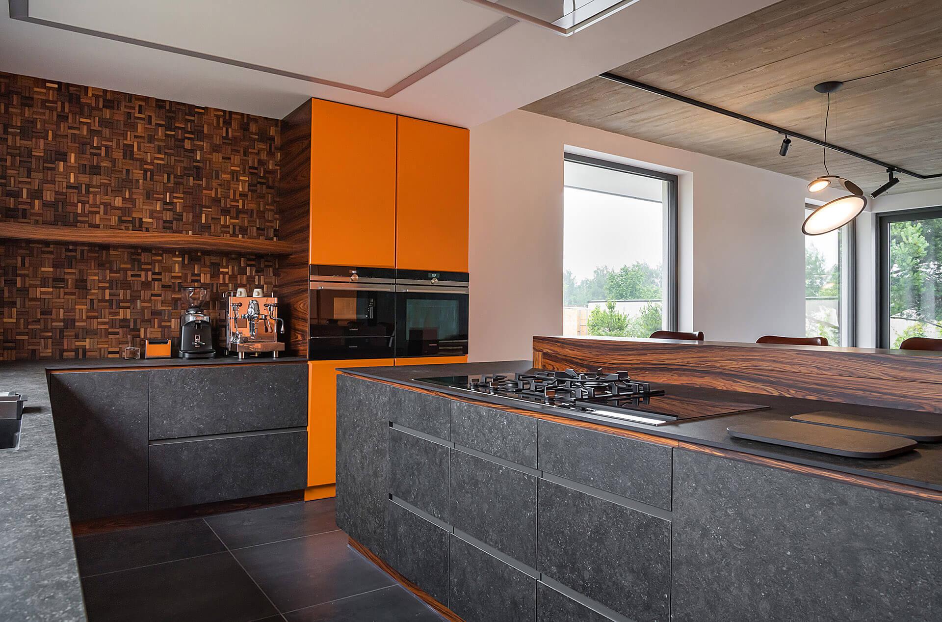 Interior design_Alicja Galewska_wnetrzagalewska.pl Grespania Bluestone at the kitchen front (4)